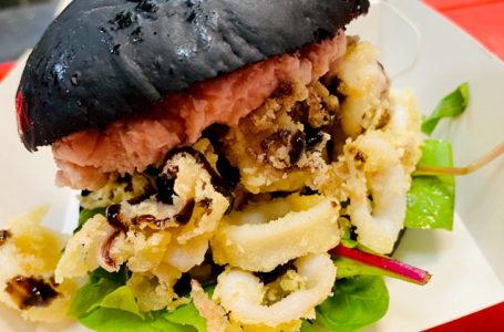 Burger di anelli di calamari fritti con spuma di mortadella