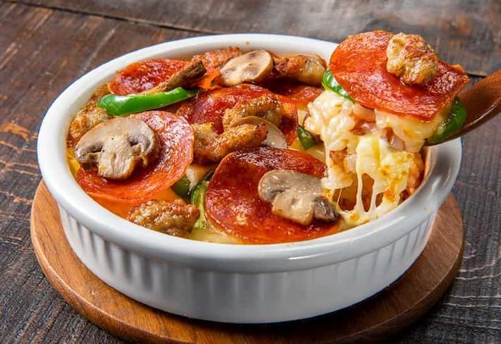 Mangiare pizza in una bowl? Da Domino's Giappone sì